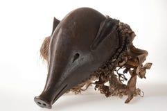 Trämascara med en pig& x27; s-huvud som isoleras Royaltyfri Bild