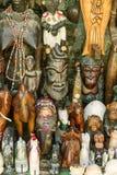 Trämaskeringar - afrikanska etniska souvenir, Marocko Stiliserad film Arkivbilder