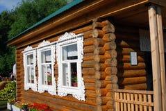 Trämodell för landshus som visas på Sabantui beröm i Moskva Royaltyfria Bilder
