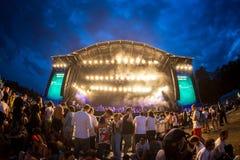 Tränga ihop i en konsert på Rock festivalen för En Seine arkivbild