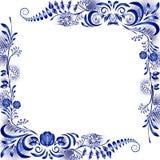 Tränga någon designbeståndsdelar i stilen av nationell porslinmålning Mallhälsningkort eller inbjudan med blåa blommor Arkivfoto