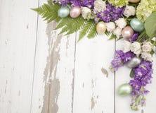 Tränga någon det blom- rampåsktemat royaltyfri foto