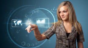 Trängande tekniskt avancerad typ för affärskvinna av moderna knappar Arkivbilder
