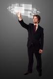 Trängande tekniskt avancerad typ för affärsman av moderna knappar Royaltyfri Foto