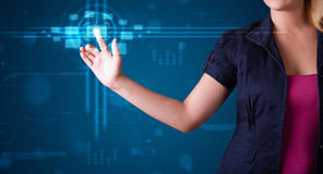 Trängande tekniskt avancerad typ för kvinna av moderna knappar Arkivbilder