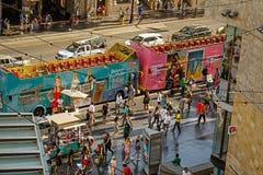 Trängd ihop Hollywood boulevard, bästa sikt royaltyfri fotografi