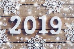 Tränummer som bildar numret 2019, för det nya året och whien arkivfoton