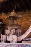 Träpalanquin i den narayan templet Kathmandu Valley Nepal Arkivfoto