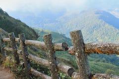 Träpalissad på bergkanten Fotografering för Bildbyråer