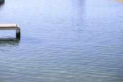 Träpir över havet arkivfoton