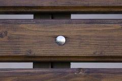 Träplanka med den skinande knappen royaltyfri bild