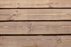 Träplankorna i regnet arkivfoton