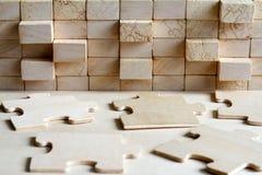 Träpussel och att blockera abstrakt begrepp för lagkorporationsbakgrund arkivbilder