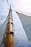 träschooner för klyvaremastsegelbåt fotografering för bildbyråer
