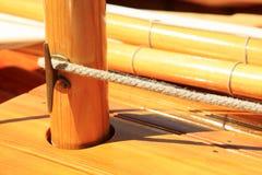 Träsegelbåten, nostalgiker, i sommar på sjön, kallade Lateiner, ett gammalt seglar fartyget arkivbilder