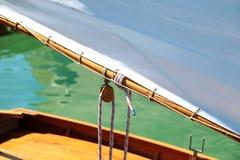 Träsegelbåten, nostalgiker, i sommar på sjön, kallade Lateiner, ett gammalt seglar fartyget arkivfoto