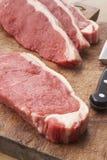träskivad steak för bräde cutting royaltyfri foto