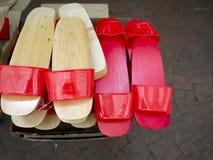 Träsko trä-sulad sko arkivbild