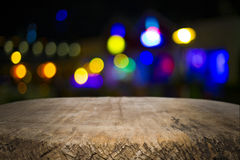 Träskrivbordplattform och bokeh på natten Royaltyfri Fotografi
