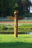 träskulptur arkivbild