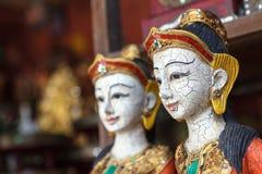 Träskulptur av den thailändska kvinnan Royaltyfri Foto