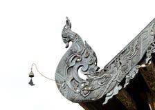 Träskulptur av den thailändska NagaLanna Gable toppen Royaltyfri Fotografi