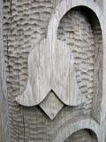 Träskulptur blom- prydnader Royaltyfri Bild