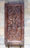 Träskulptur i St Vitus Cathedral - Prague arkivfoto