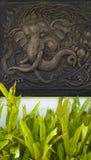 Träskulptur Thailand elefantbild Royaltyfri Foto
