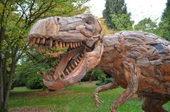Träskulpturdinosaurie Royaltyfria Bilder