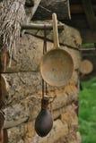 Träslev- och lädervattenflaska Arkivfoton