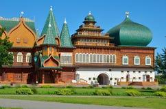 Träslott av tsar Aleksey Mikhailovich i Kolomenskoe rekonstruktion, Moskva, Ryssland Royaltyfria Foton