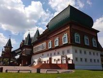 Träslott av tsar Alexey Mikhailovich i Kolomenskoe Royaltyfri Fotografi