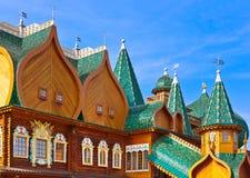 Träslott av tsar Alexey Mikhailovich i Kolomenskoe - Mosco Arkivbilder