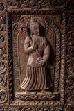 Träsniden gudinnaskulptur Arkivfoto