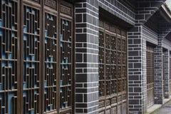 Träsnideridörrar och fönster Royaltyfri Foto