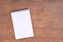 träspiral tabell för anteckningsbok Arkivbilder