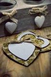 Träställning för stearinljus med hjärtor som göras av krita Royaltyfria Foton