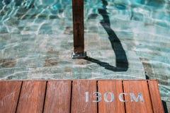 Träställningen med numret 130 cm Arkivfoto