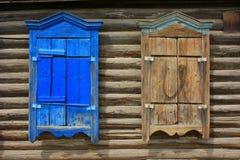 Trästängda fönsterslutare Royaltyfria Bilder