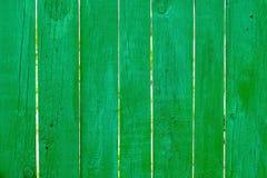 Trästaket av grön färg Arkivbilder