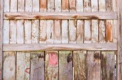 Trästaket av vertikala plankor Royaltyfri Fotografi