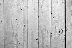 Trästaket för gammal svartvit färg Arkivbilder