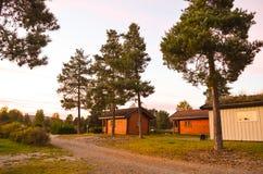 Trästugor på en tältplats Arkivbild