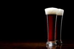 träsvart glass tabell två för öl Royaltyfri Fotografi