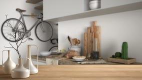 Trätabellöverkant eller hylla med minimalistic moderna vaser över suddigt modernt minimalist vitt kök, modern arkitektur I arkivbilder