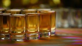 Trätabell för whiskyexponeringsglasskott