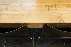 Trätabell med bästa sikt för moderna stolar textur för bakgrund för inredesign Royaltyfria Foton