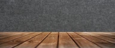 Trätabell med en filtvägg arkivbild