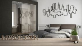 Trätabellen, skrivbordet eller hyllan med den inlagda gräsväxten, hustangenter och 3D märker framställning av ordinredesignen, öv Royaltyfri Foto